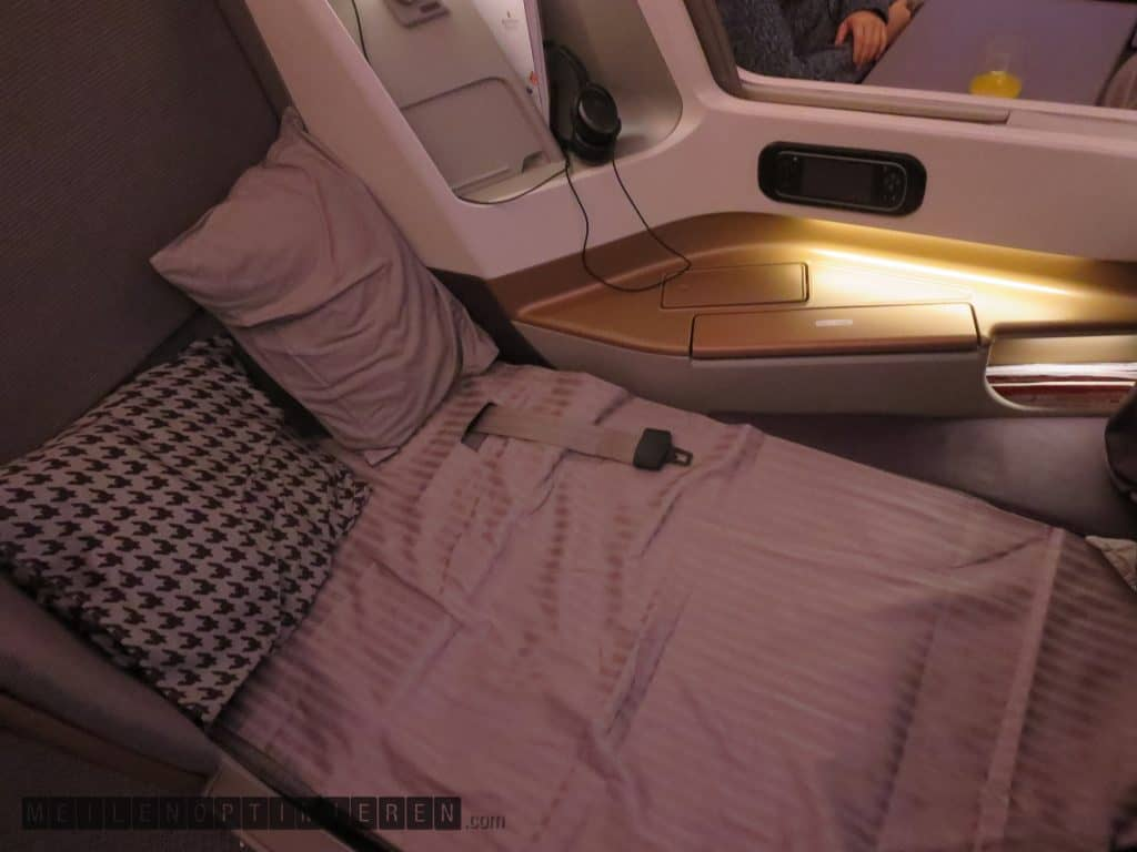 Singapore Airlines Business Class Airbus A350-900 Bed