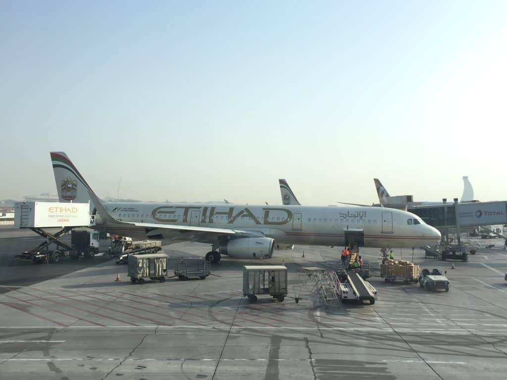 Etihad Maschine am Flughafen Abu Dhabi