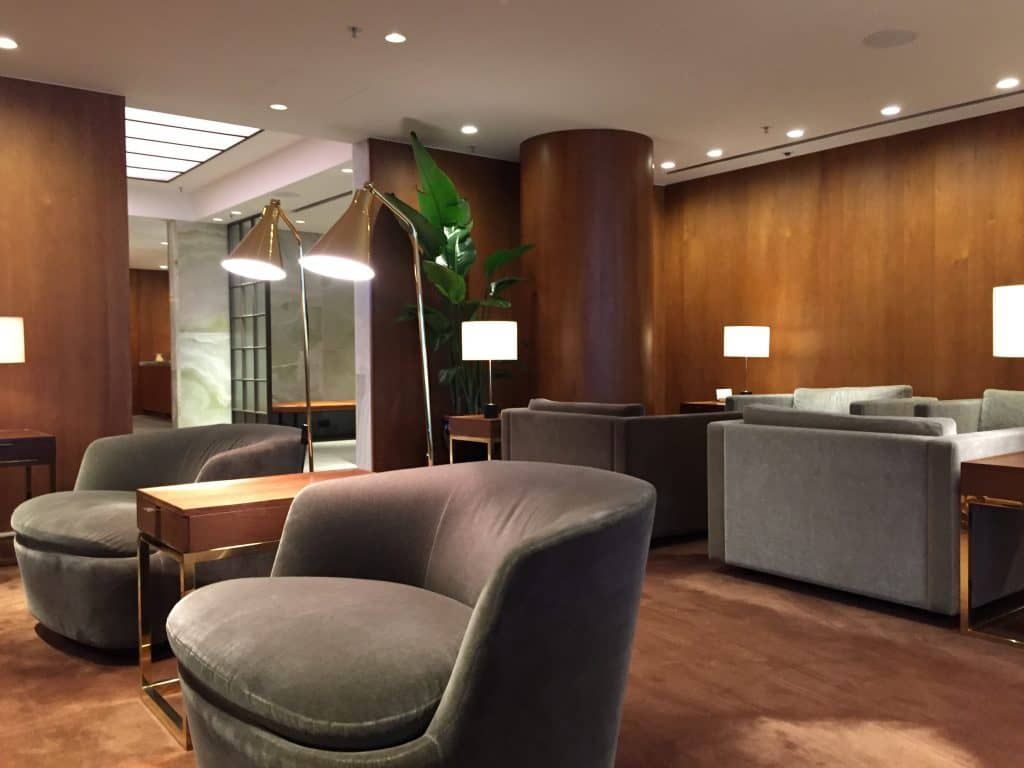 Cathay Pacific First Class Lounge The Pier Sitzgelegenheiten