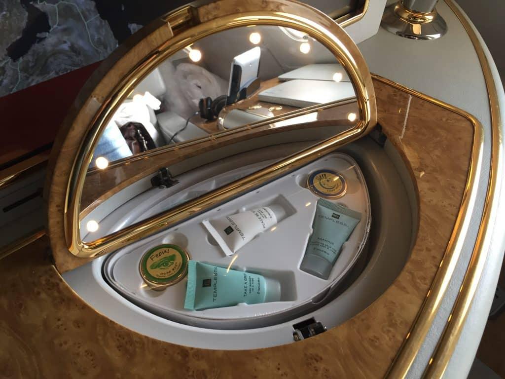 Emirates First Class Schminkspiegel