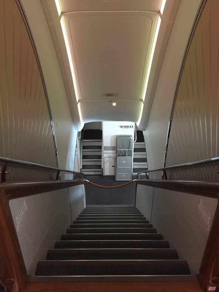 Treppe vom Oberdeck auf das Unterdeck des Emirates A380