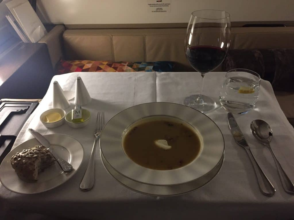 Etihad First Class Apartment: Kartoffelsuppe als Vorspeise