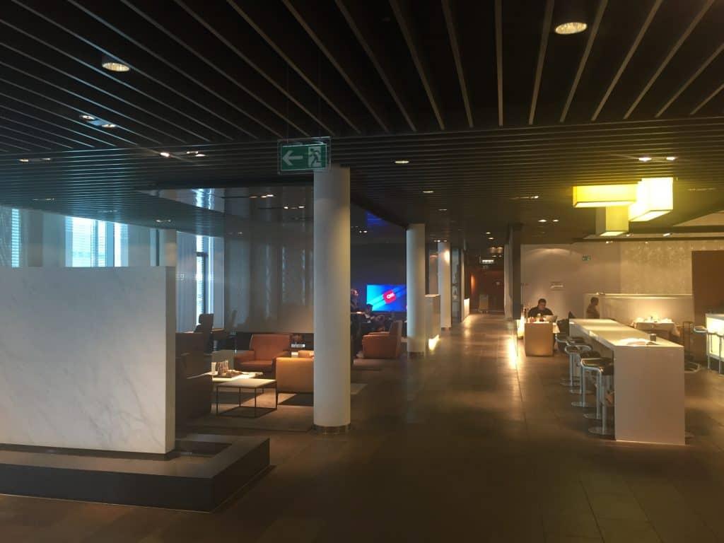Lufthansa First Class Terminal Blick Richtung Restaurant