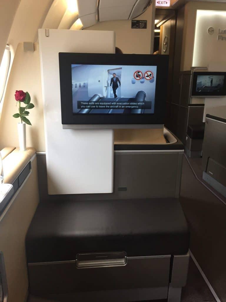 Lufthansa First Class Ottomane