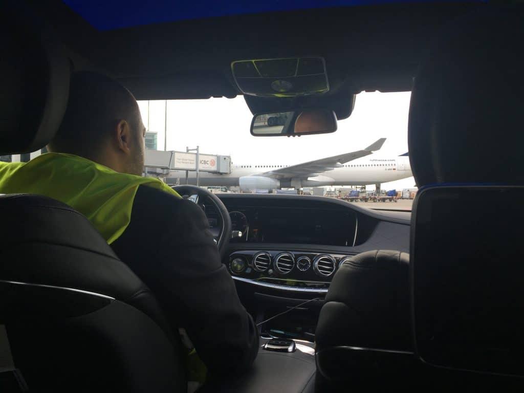 Mit dem Lufthansa Chauffeur übers Rollfeld...