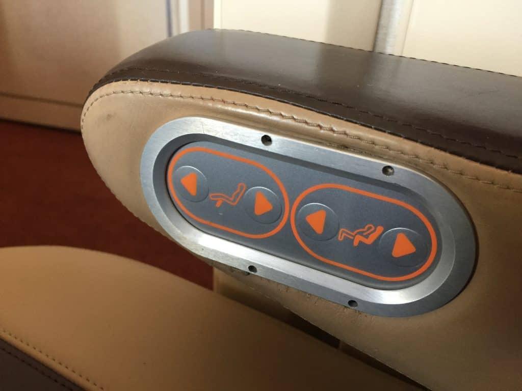 Singapore Airlines Bedienelemente für den Sitz