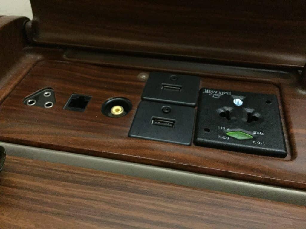 Singapore Airlines Strom- und USB Anschlüsse
