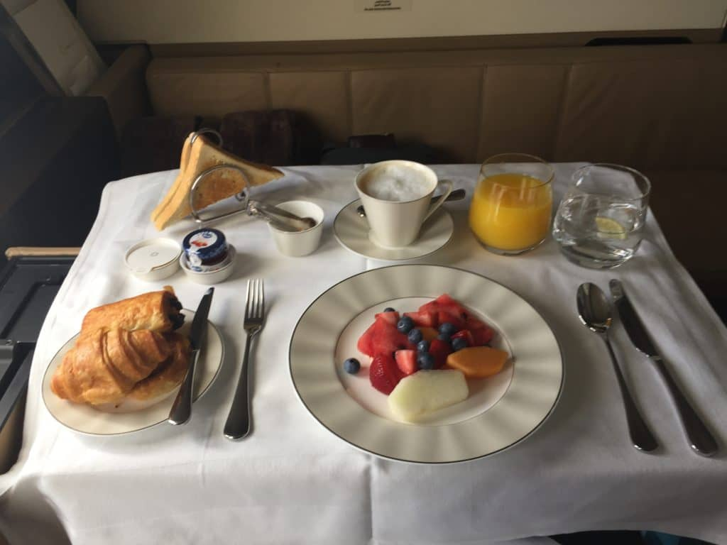 Etihad First Class Apartment Frühstück