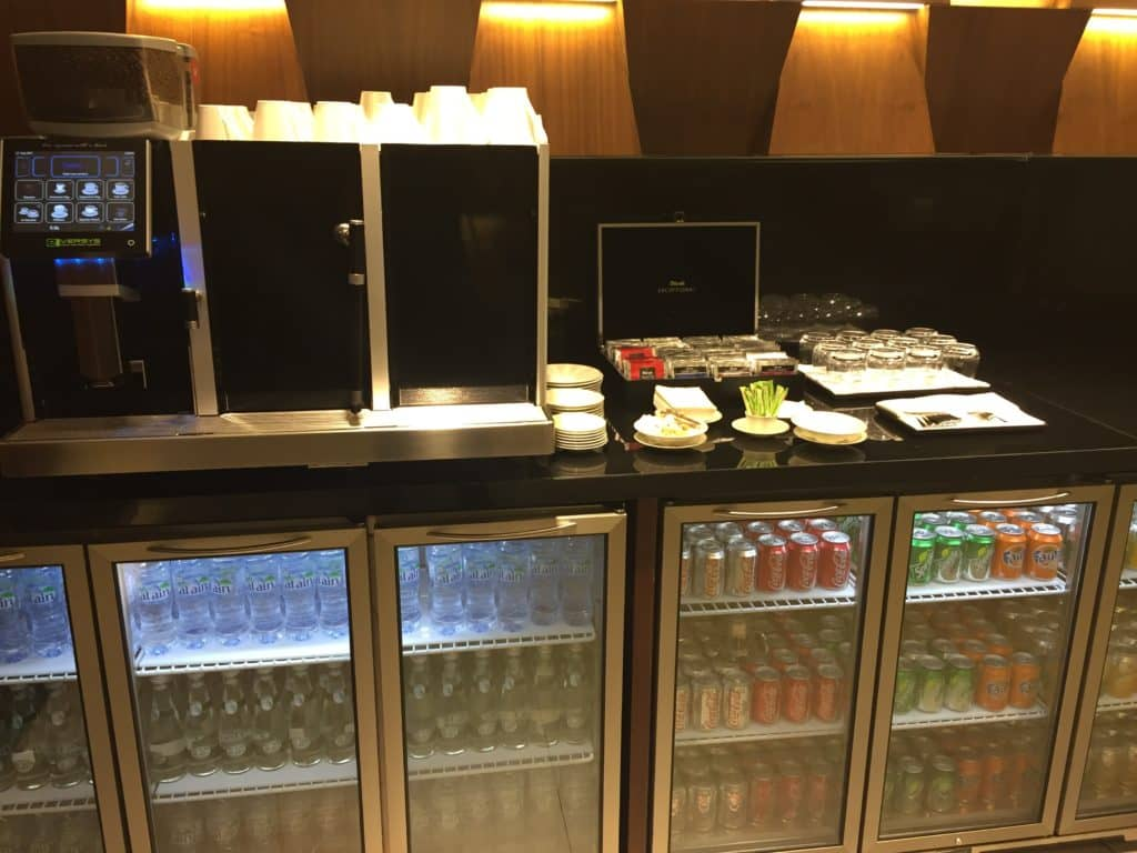Etihad First Class Lounge Getränke zur Selbstbedienung