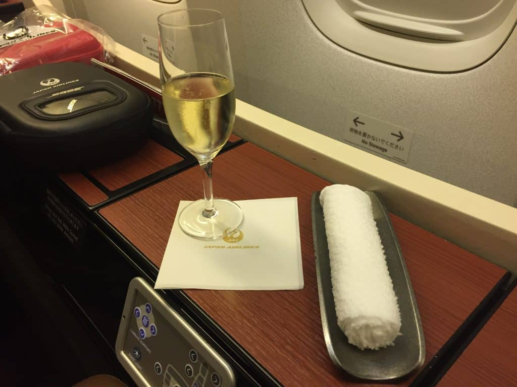 Japan Airlines First Class Champagner