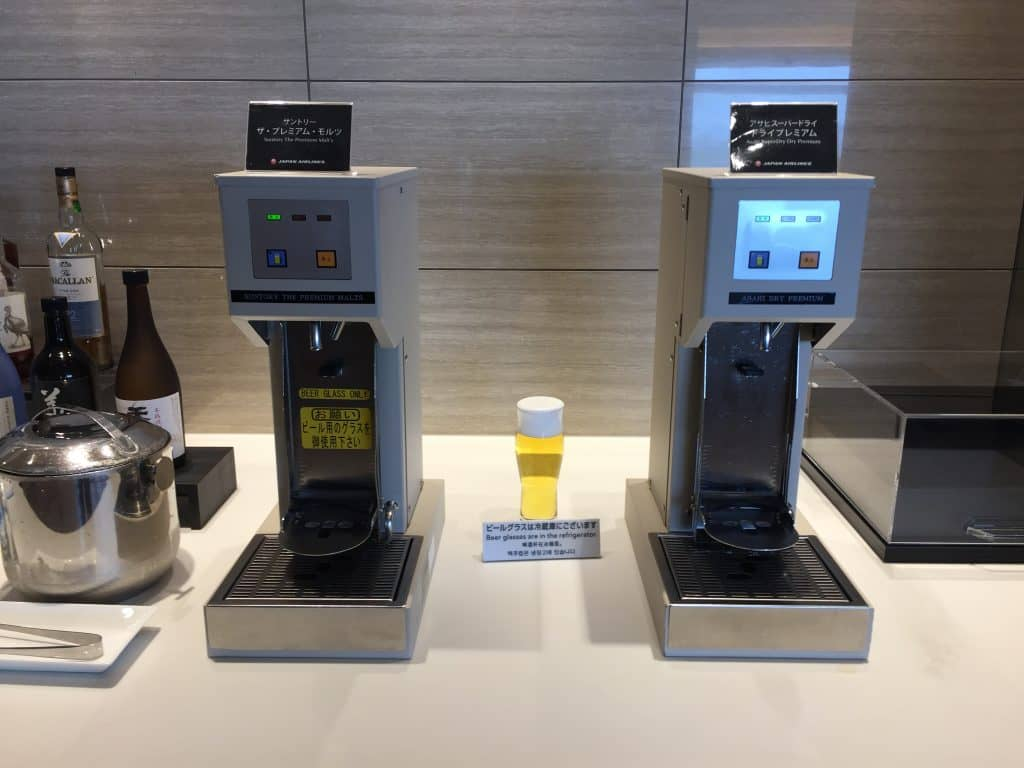 Japan Airlines First Class Lounge Tokio Bierautomaten