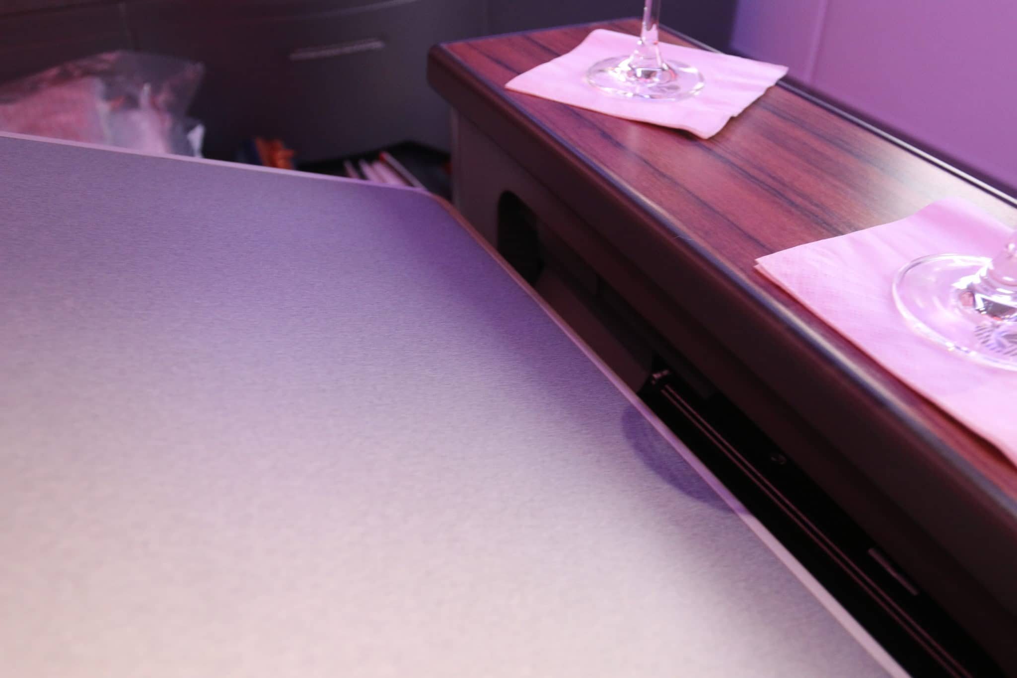 Tisch an Bord der LATAM Business Class A350-900 XWB