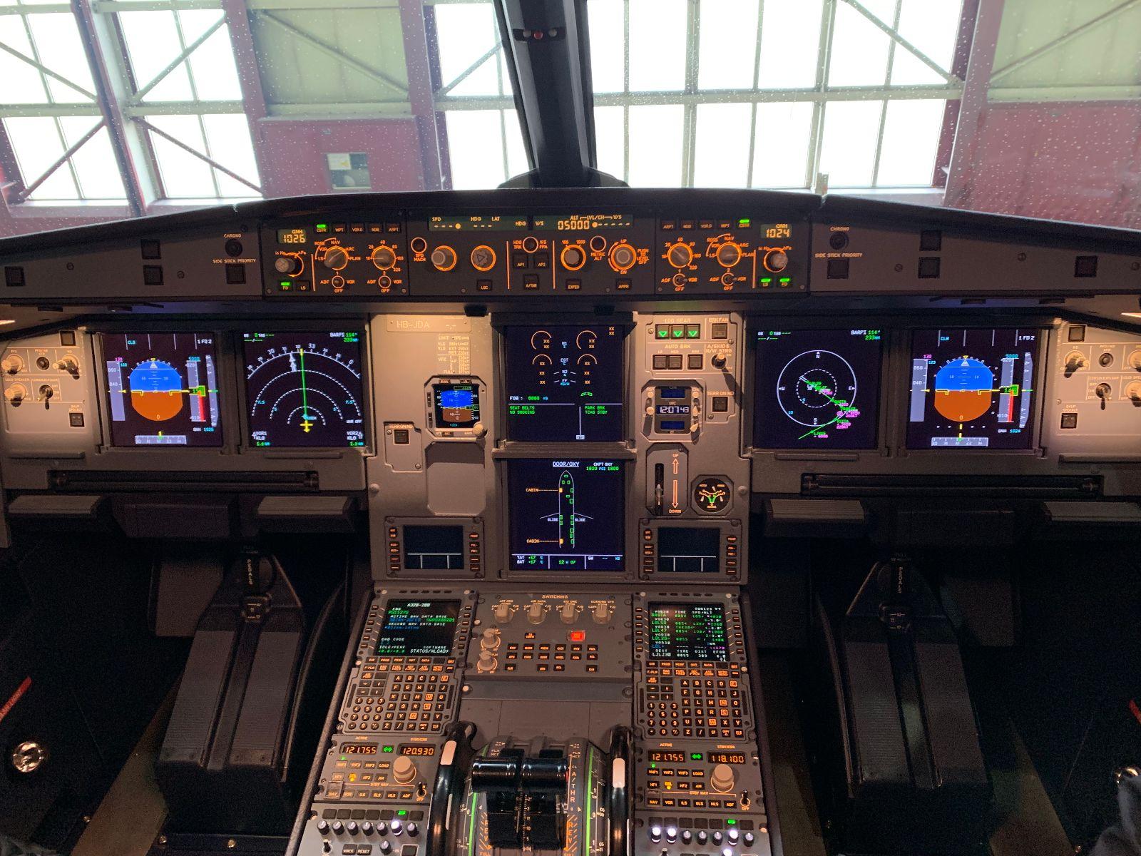 swiss-airbus-a320neo-cockpit.jpg
