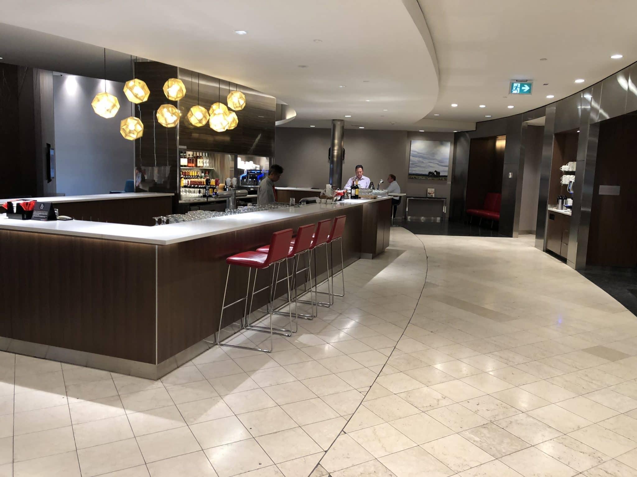 Air Canada Maple Leaf Lounge Calgary Bar in der Lounge