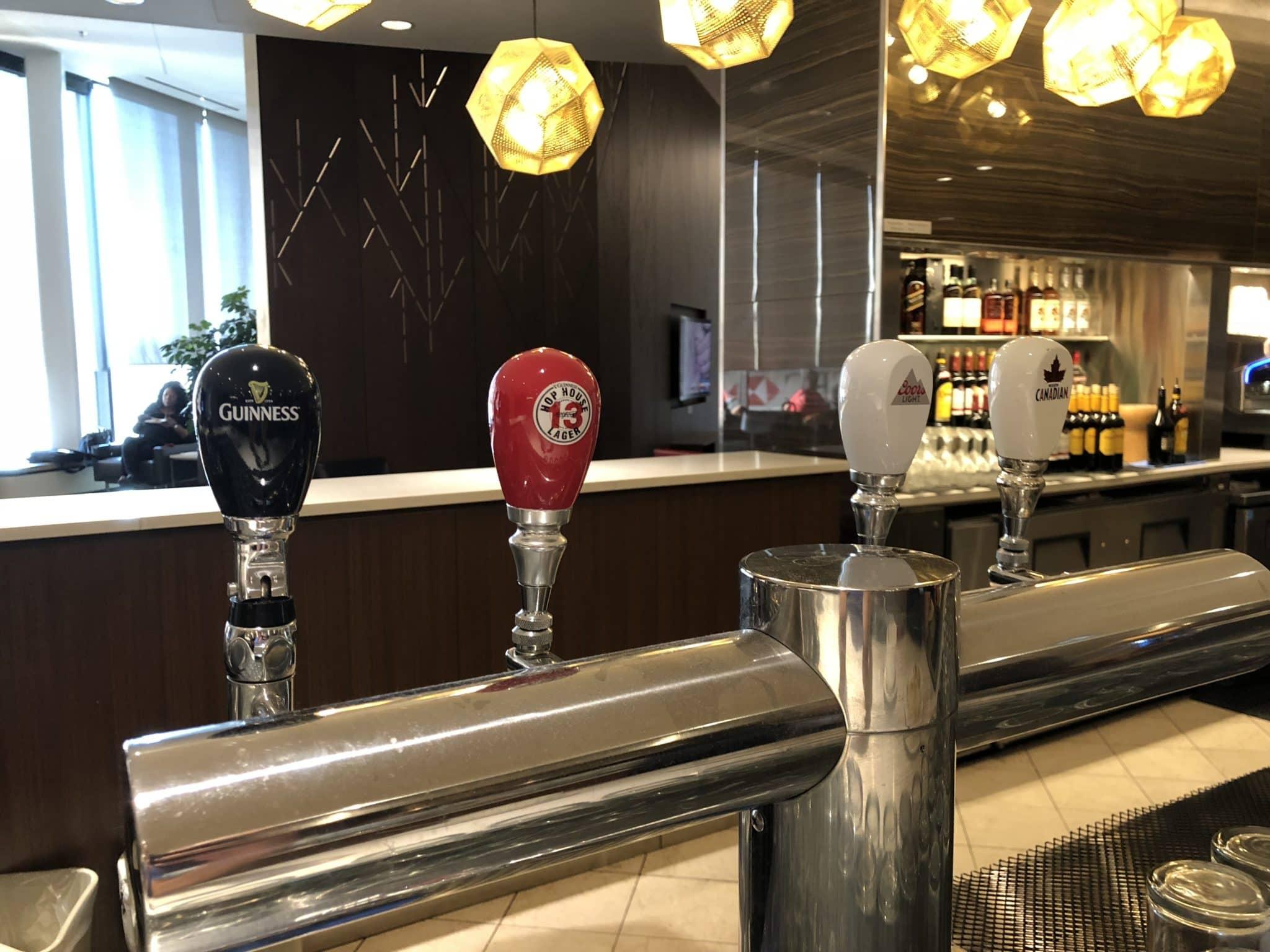 Air Canada Maple Leaf Lounge Calgary Gezapftes Bier