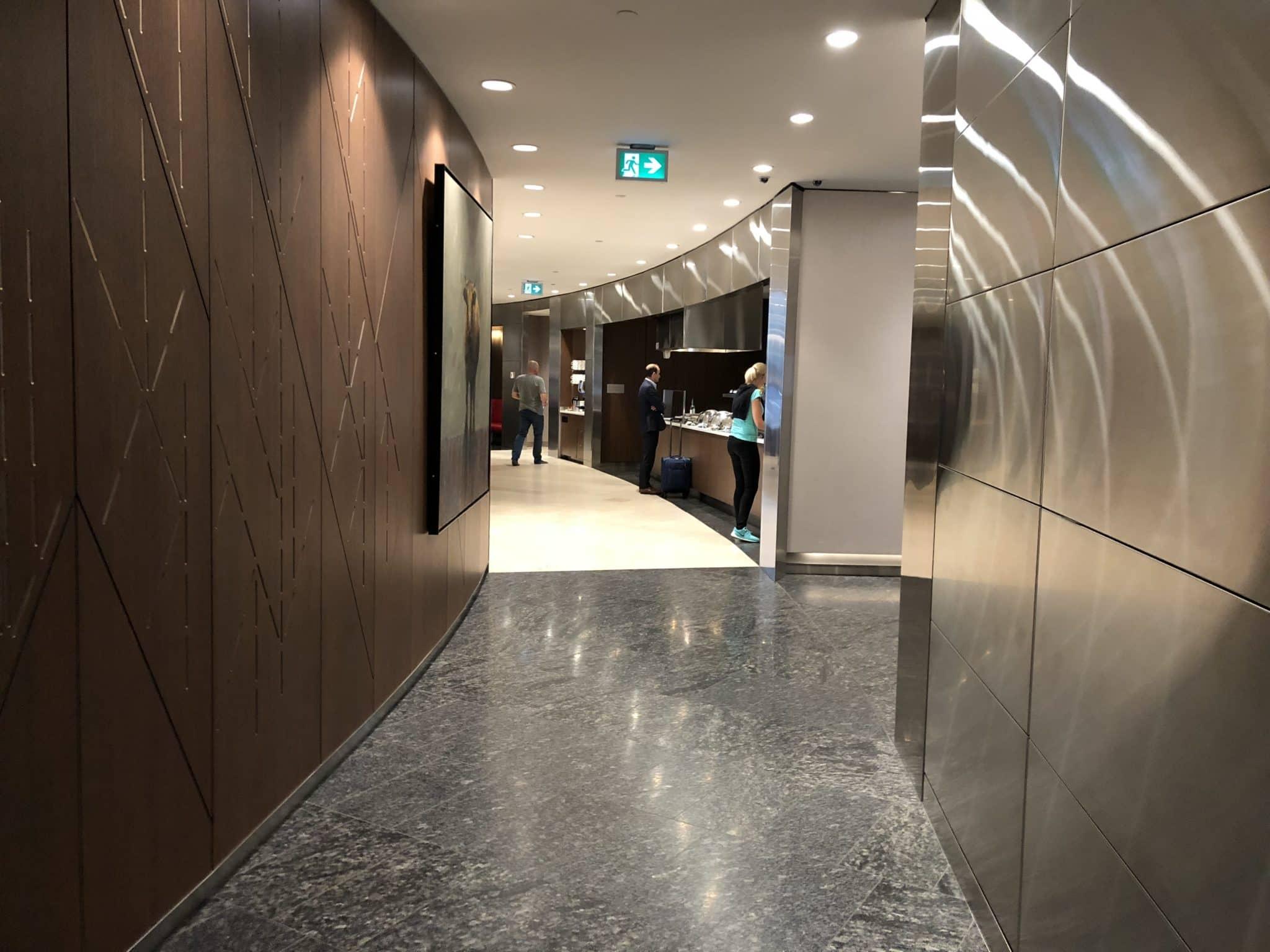 Air Canada Maple Leaf Lounge Calgary Flur nach dem Eingang
