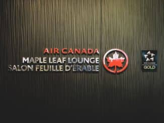 Air Canada Maple Leaf Lounge Calgary Logo am Eingang
