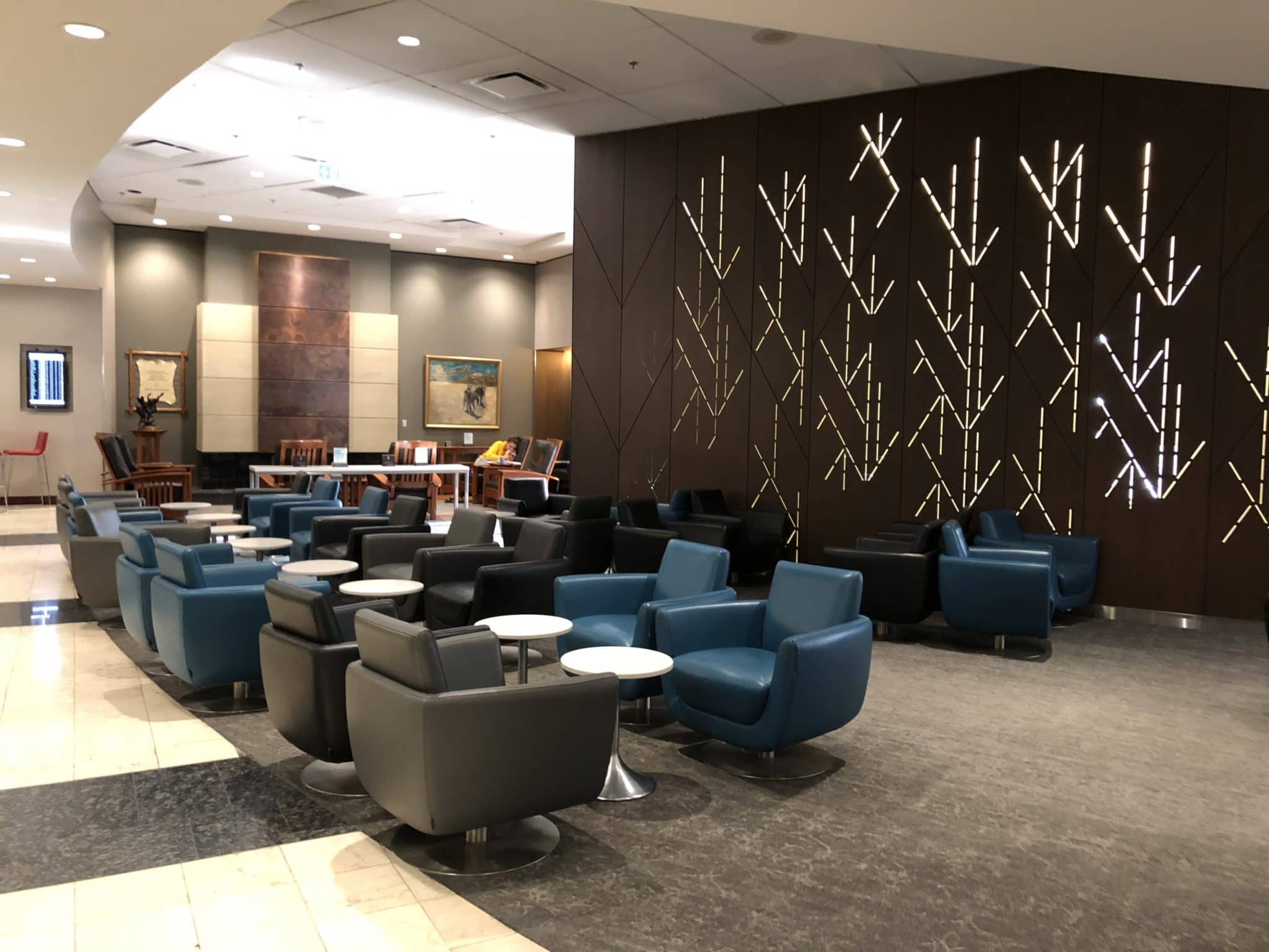 Air Canada Maple Leaf Lounge Calgary weitere Sitzmoeglichkeiten