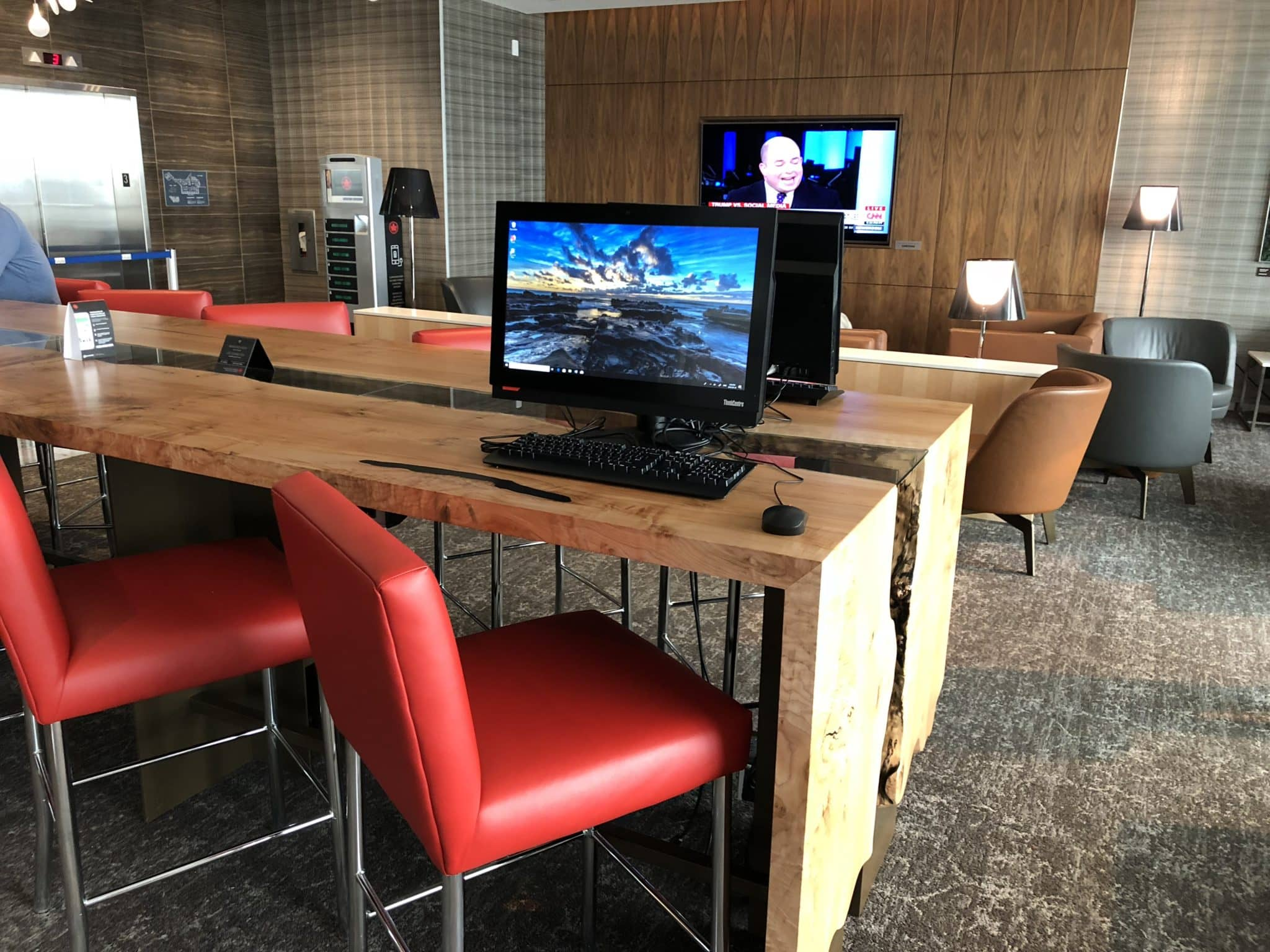 Air Canada Maple Leaf Lounge Vancouver Arbeitsplatz