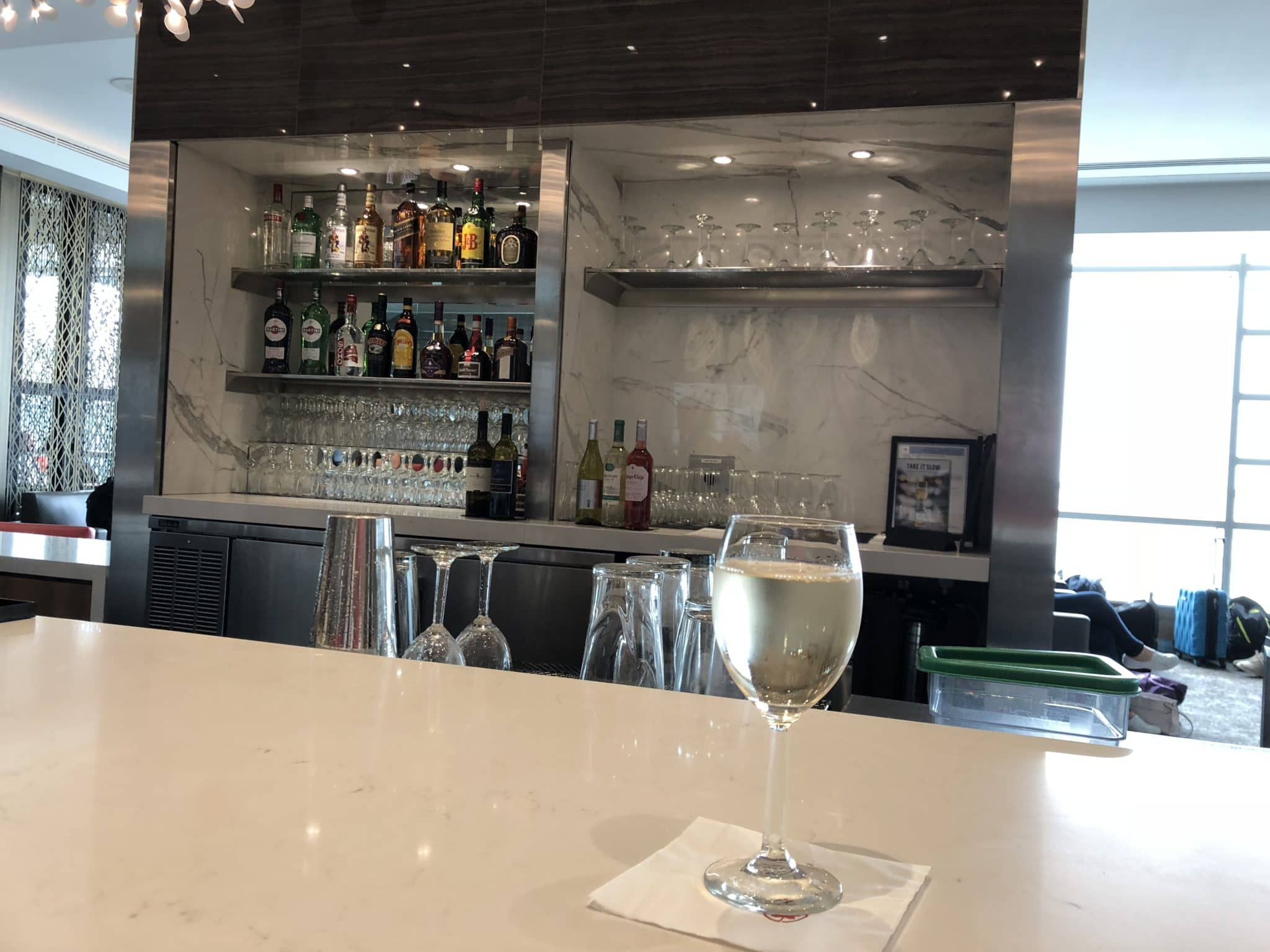 Air Canada Maple Leaf Lounge Vancouver Wein und Bar