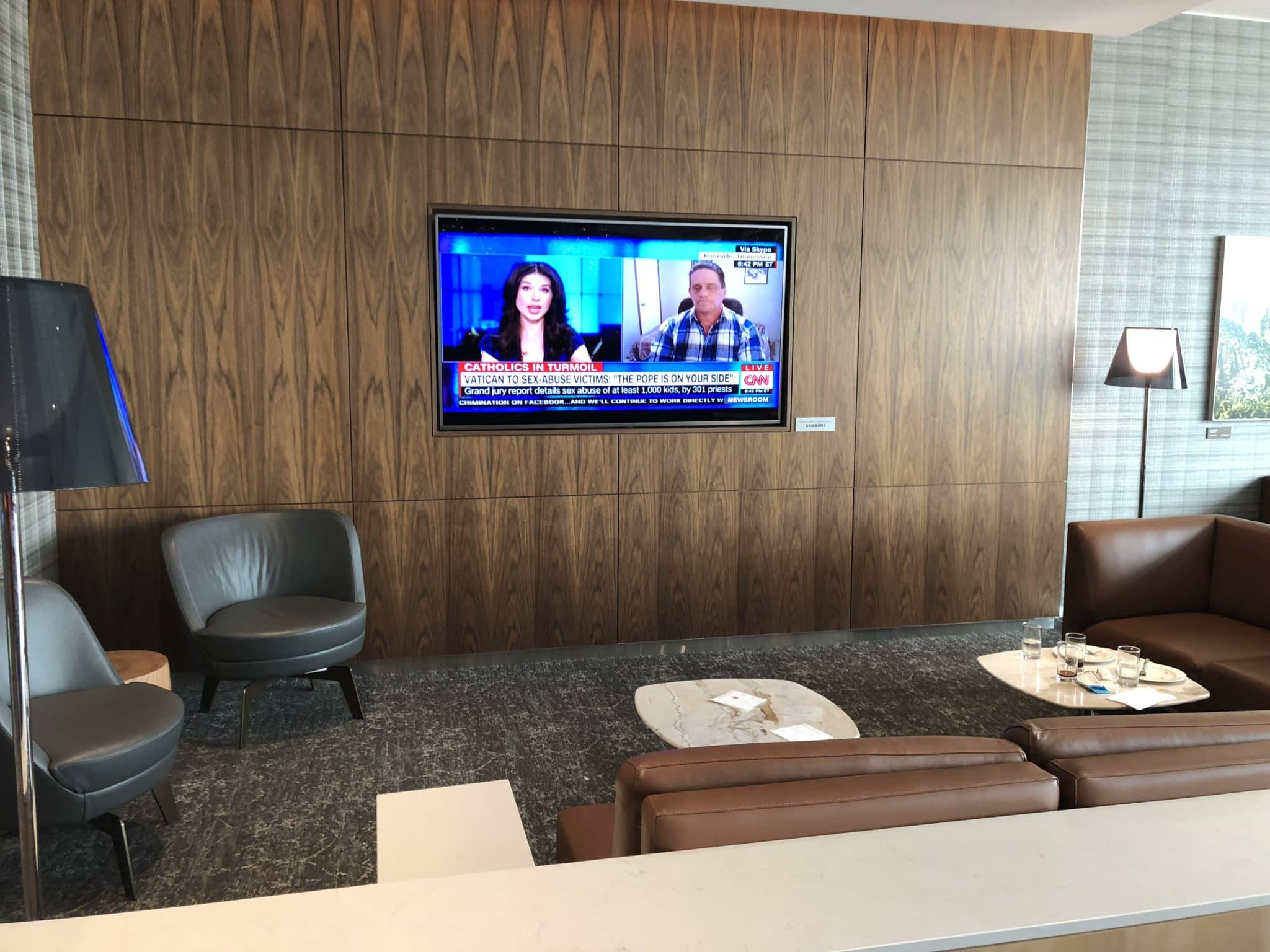 Air Canada Maple Leaf Lounge Vancouver TV Sessel