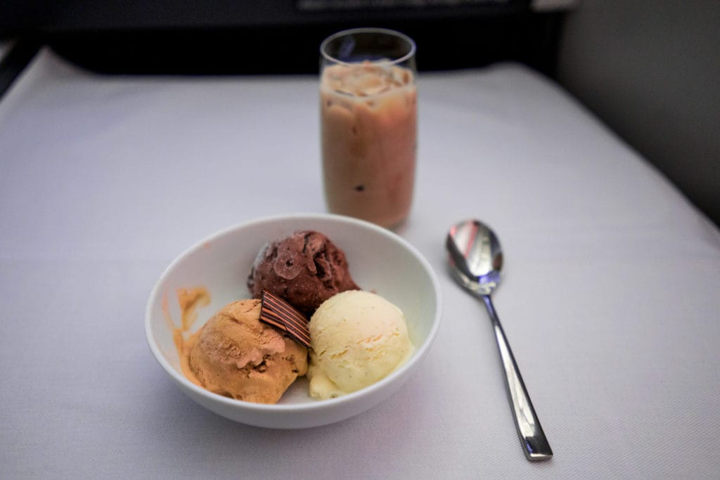 AirCanada Business Class Boeing 777 Nachtisch Eis