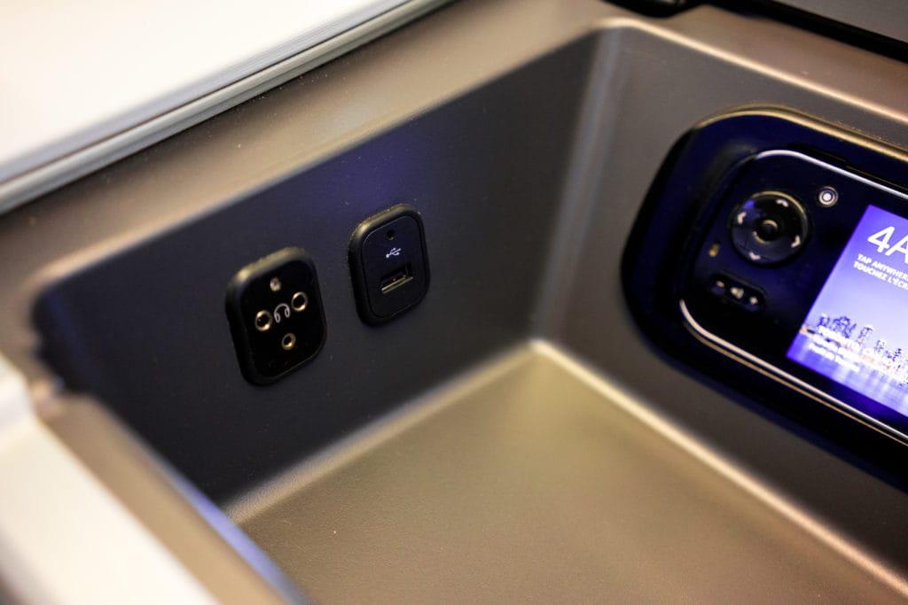 AirCanada Business Class Boeing 777 USB Anschluss