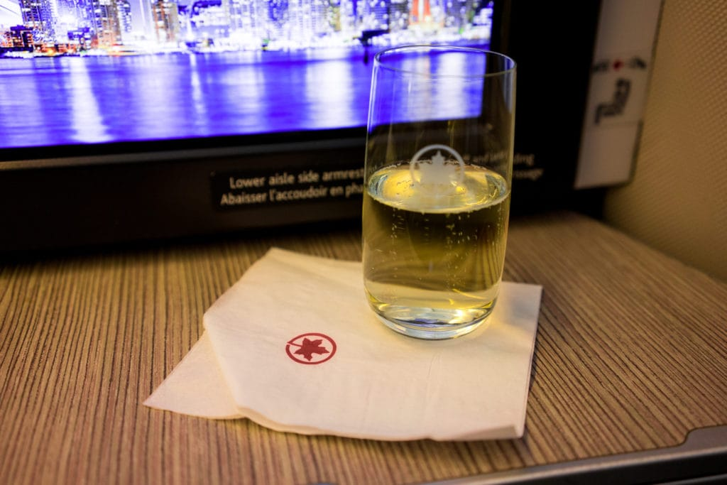 AirCanada Business Class Boeing 777 Sekt welcome drink