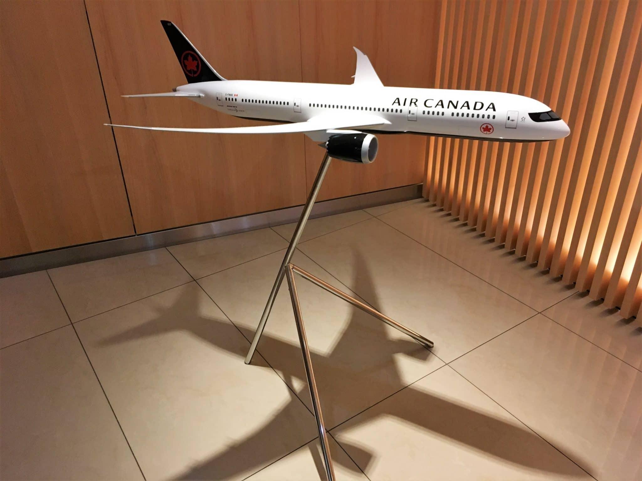 Air Canada Maple Leaf Lounge Frankfurt Modellflugzeug