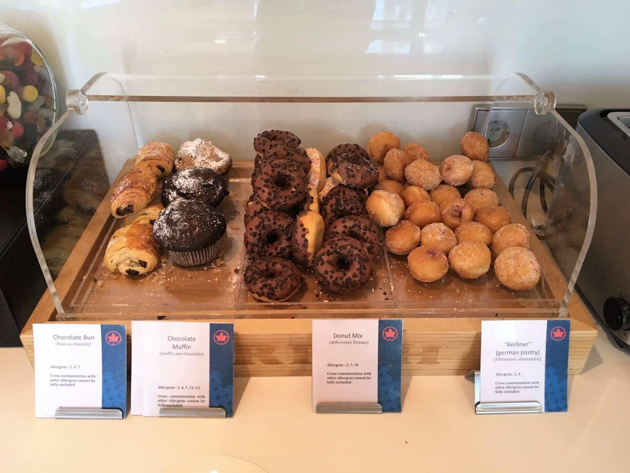 Air Canada Maple Leaf Lounge Frankfurt Donuts, Muffins, Schokocroissants