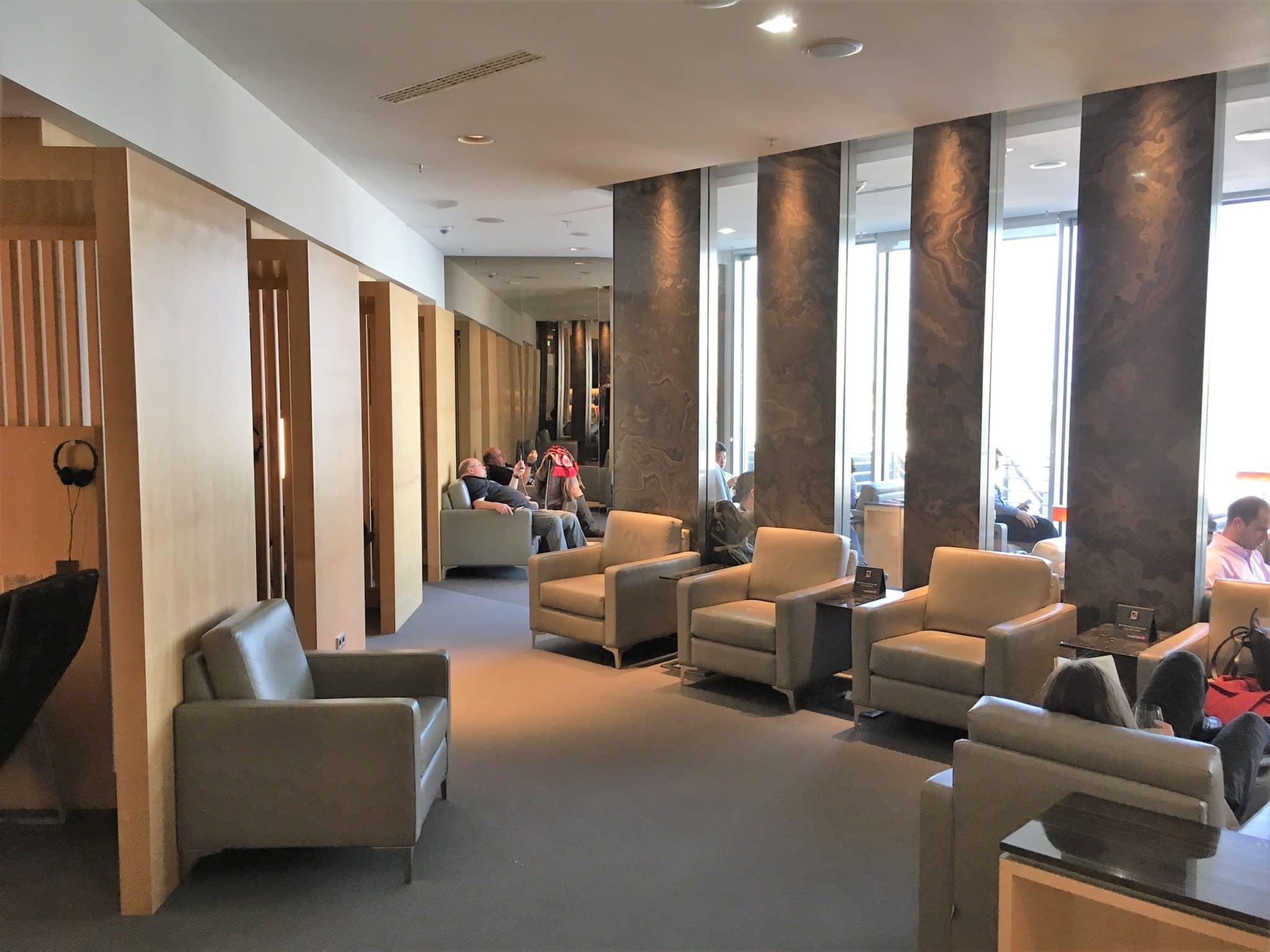 Air Canada Maple Leaf Lounge Frankfurt Sitzmöglichkeiten