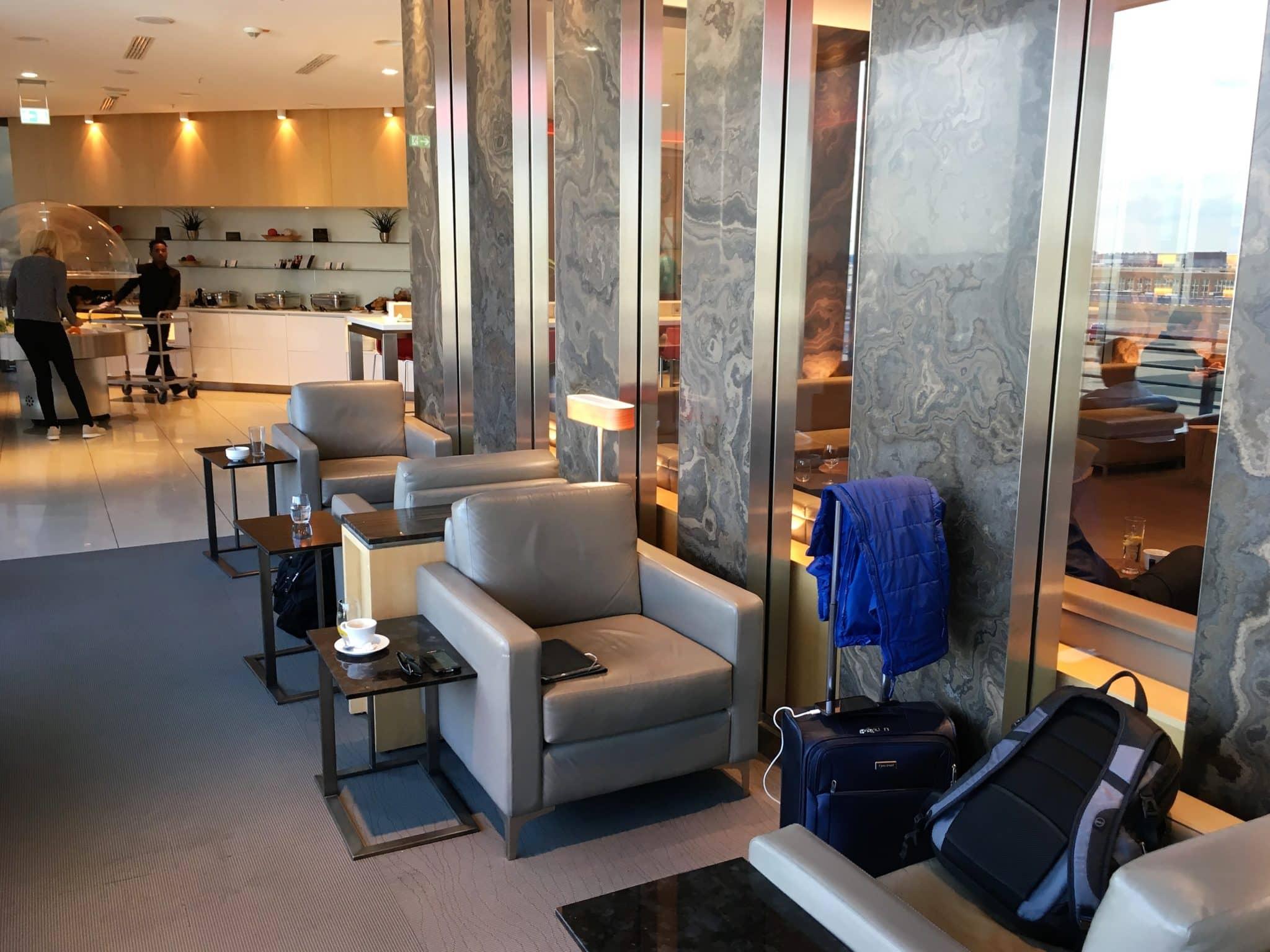 Air Canada Maple Leaf Lounge Frankfurt Sitzmöglichkeiten Sessel
