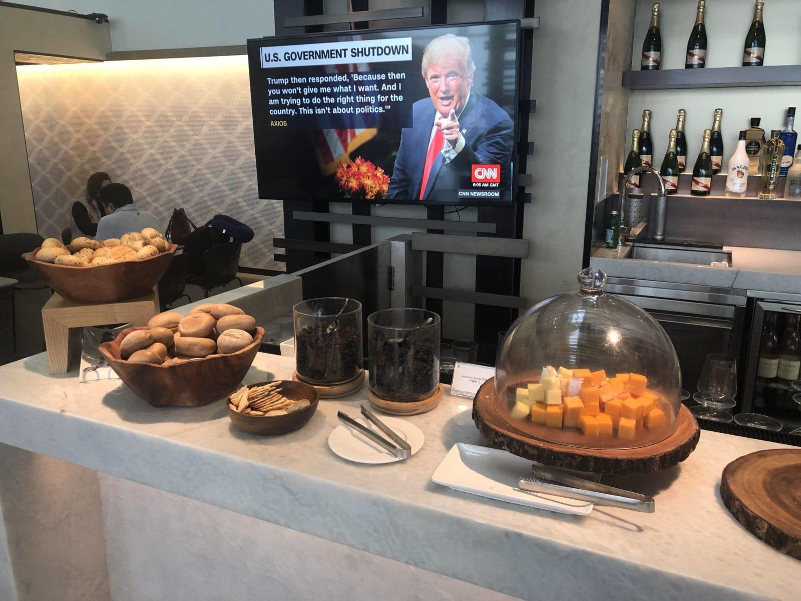American Express Centurion Lounge Hong Kong Kaese Brot Bar