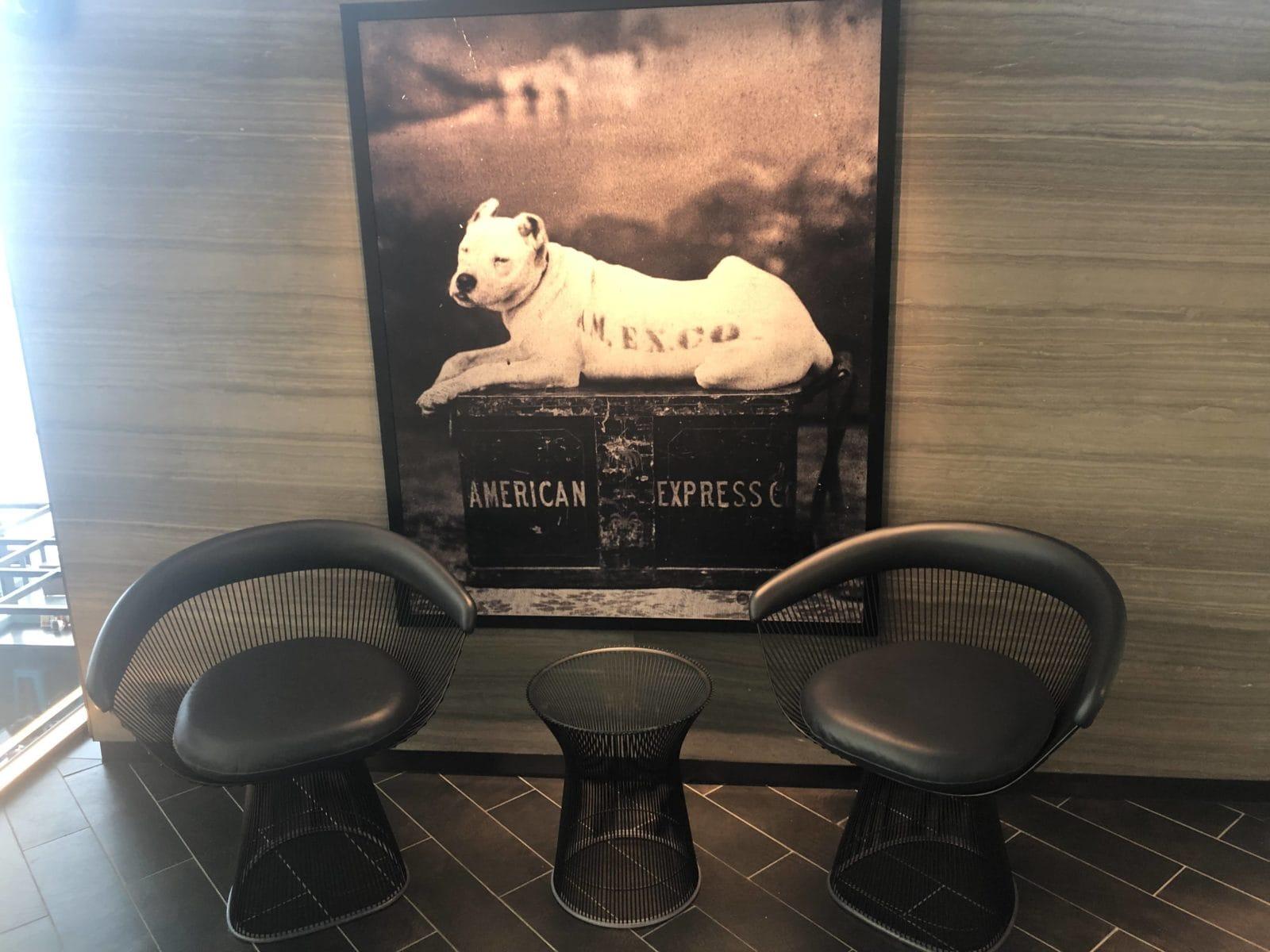 American Express Centurion Lounge Hong Kong Sitzmoeglichkeiten Eingangsbereich