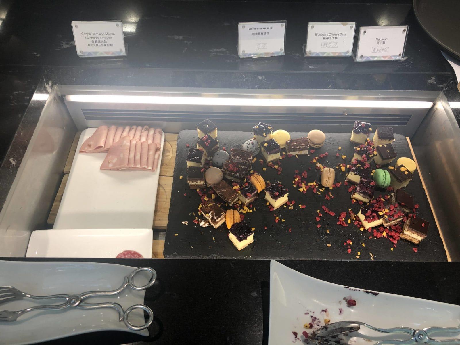 American Express Centurion Lounge Hong Kong Sweets und Aufschnitt
