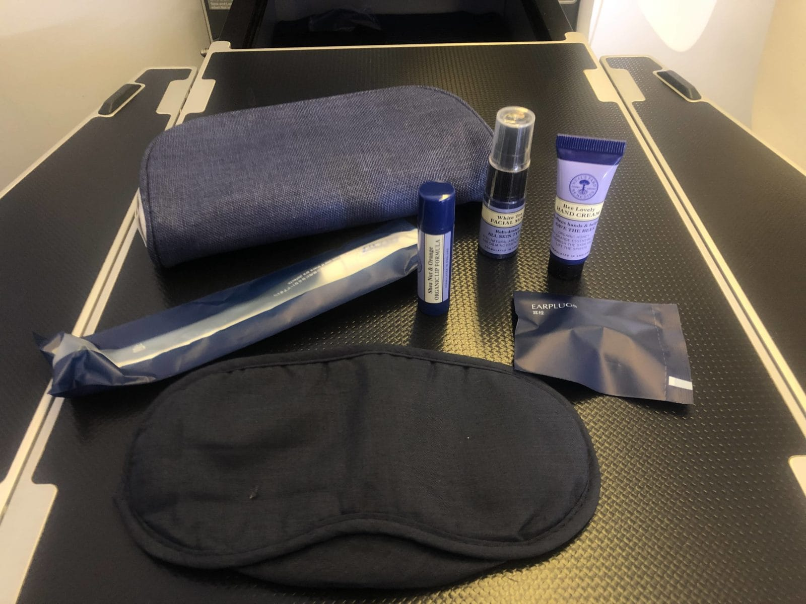 ana business class boeing 777 300 inhalt amenity kit