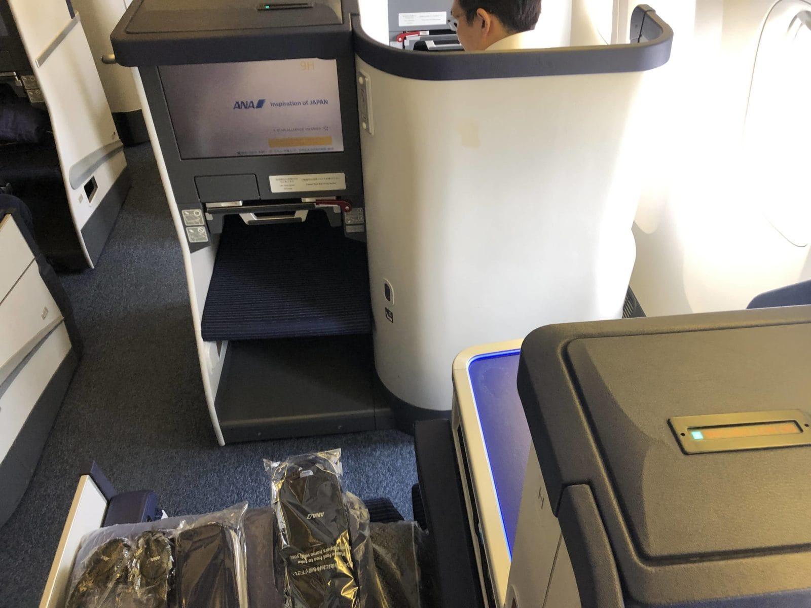 ana business class boeing 777 300 sitz von hinten