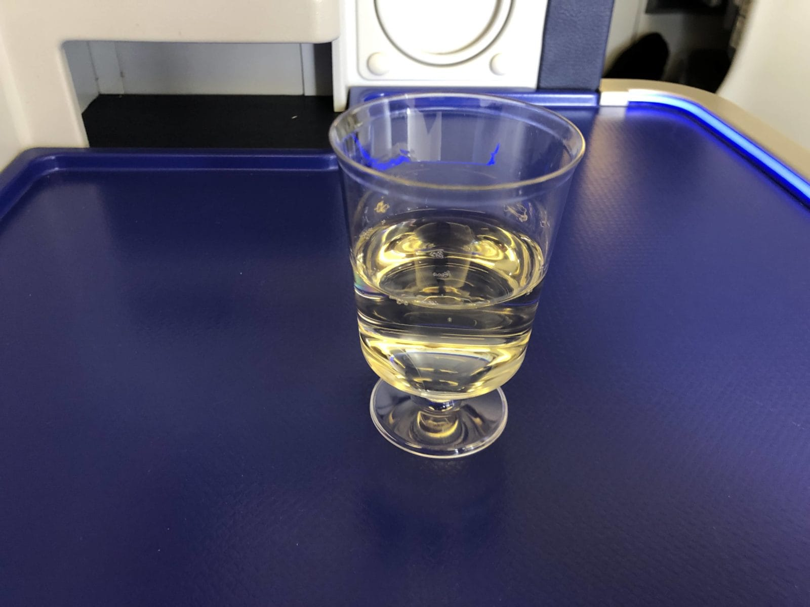 ana business class boeing 777 300 welcome drink