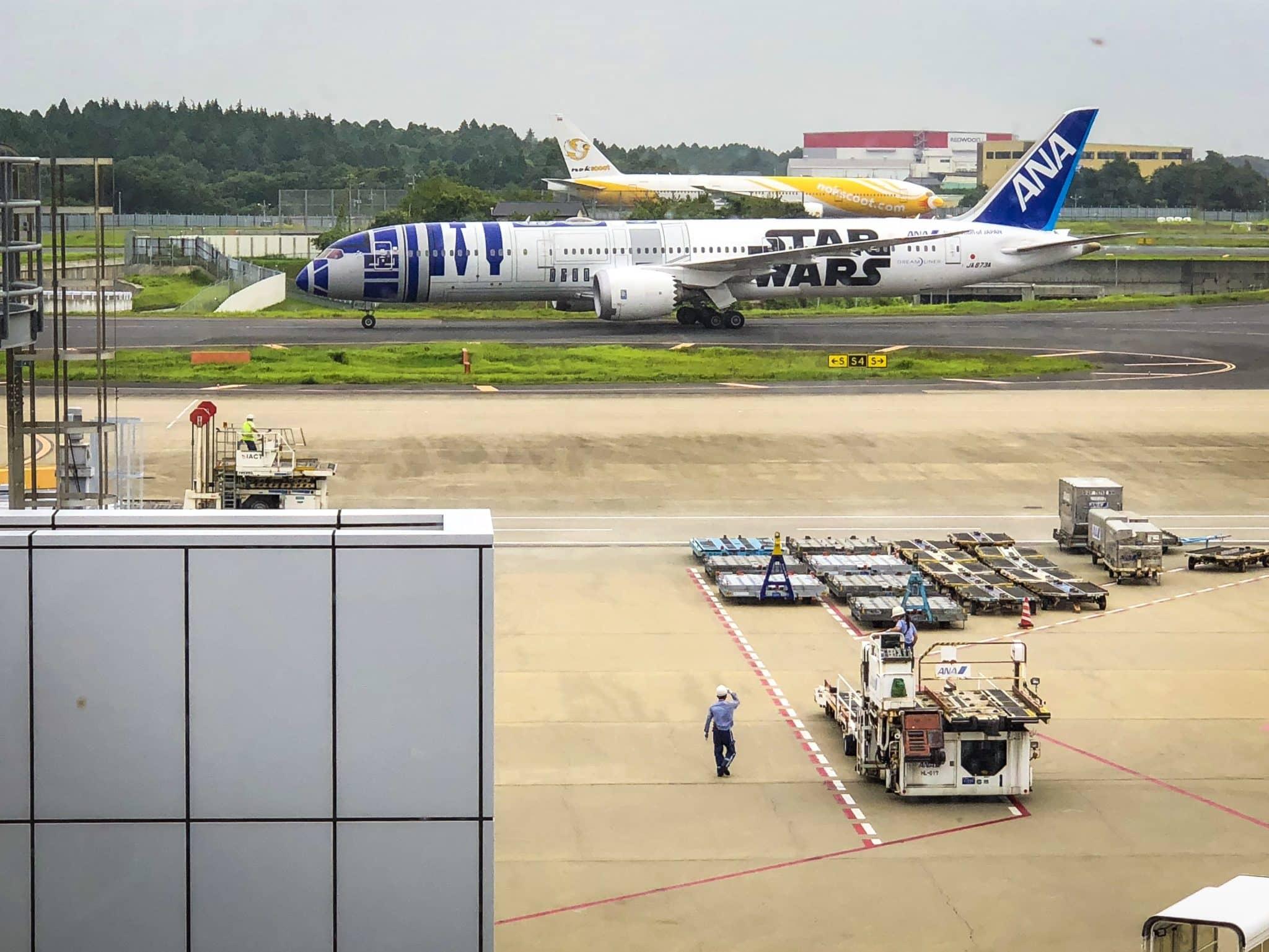 ANA Business Class B787-9 R2D2 Flugzeug
