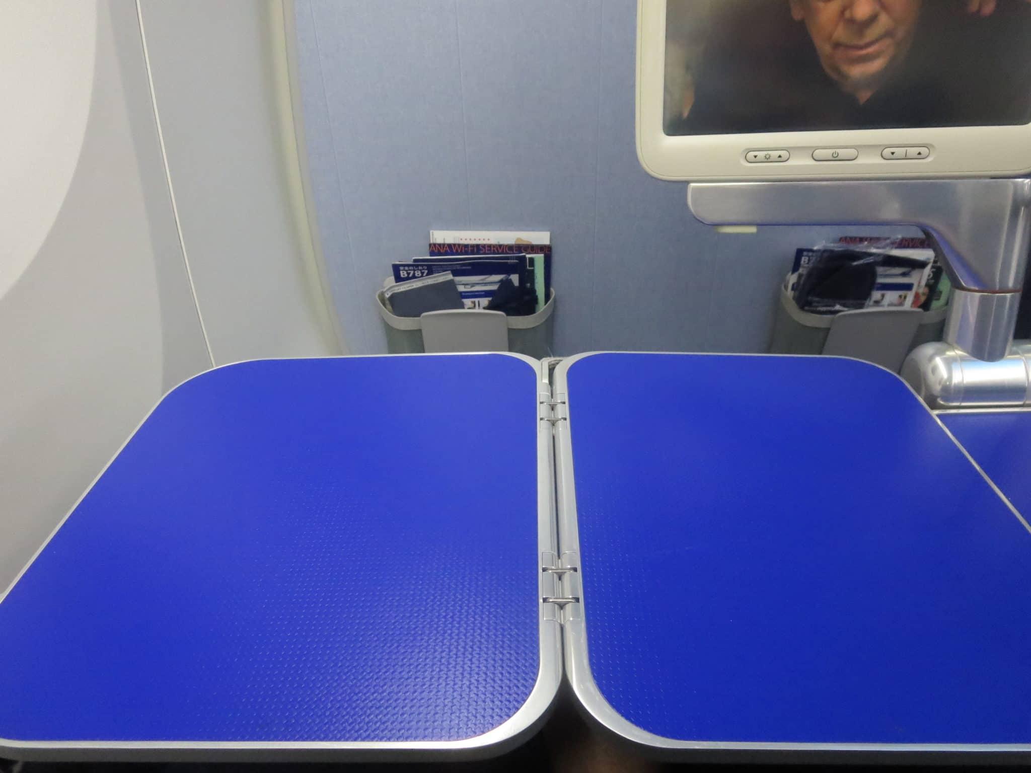 ANA Business Class 787-8 Tisch