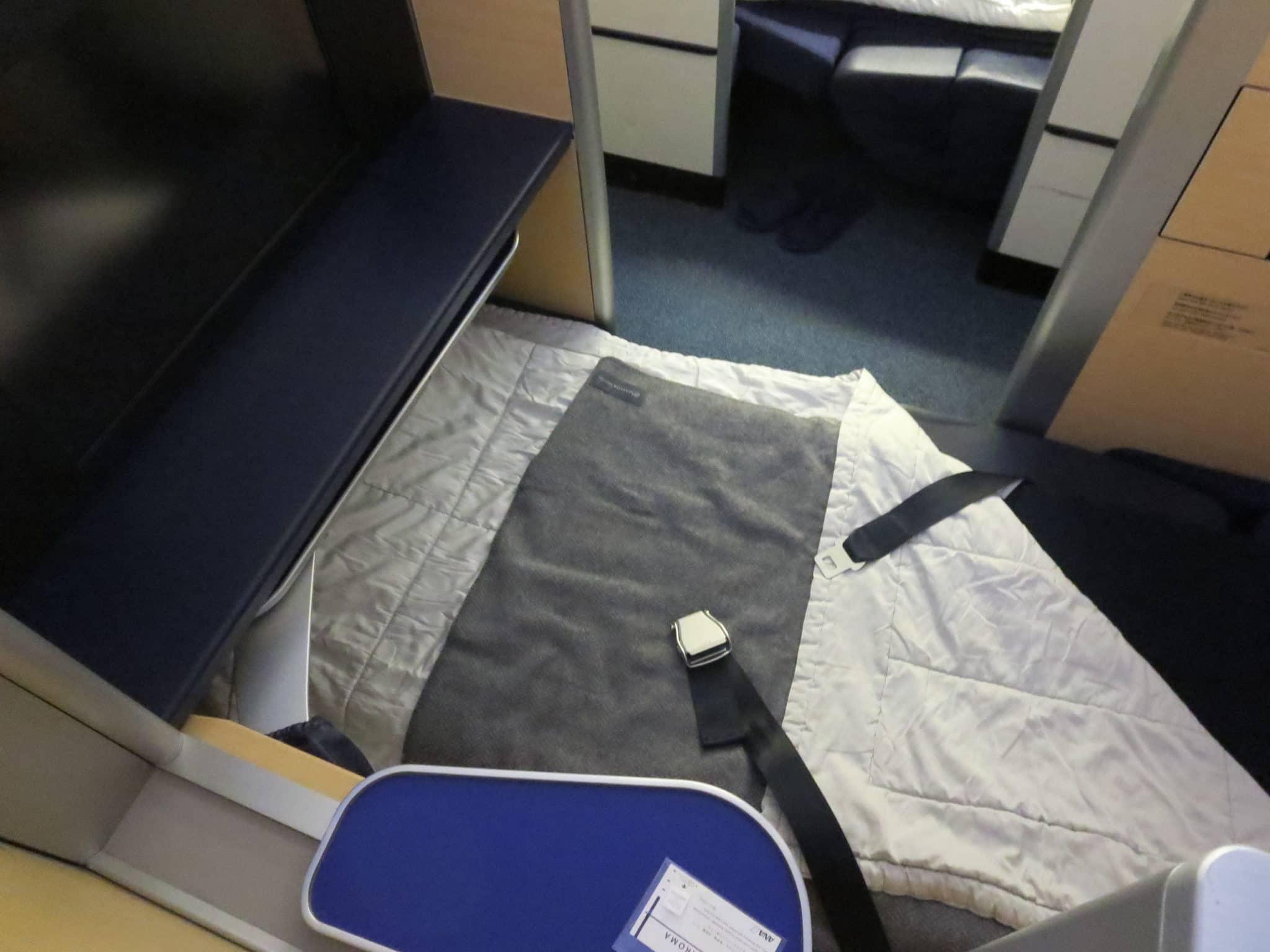ANA First Class Boeing 777-300ER Bett