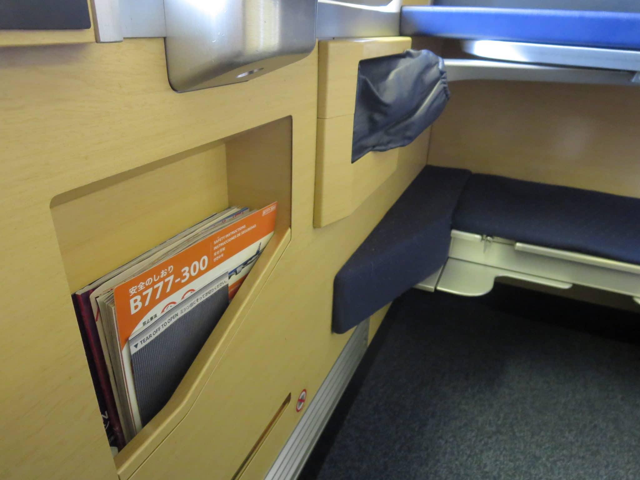 ANA First Class Boeing 777-300ER Sitz Fußraum