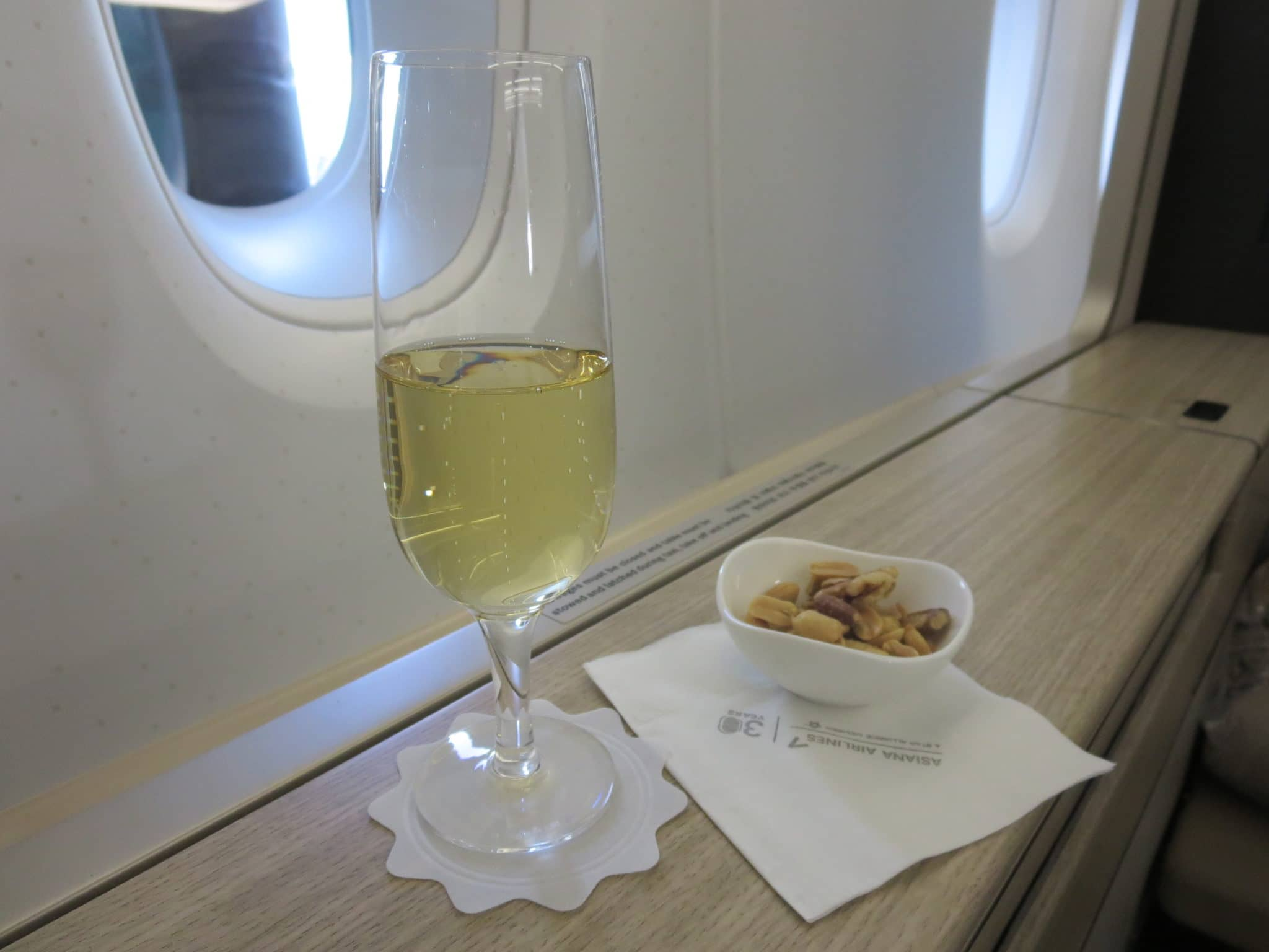 Asiana First Class A380 Champagner