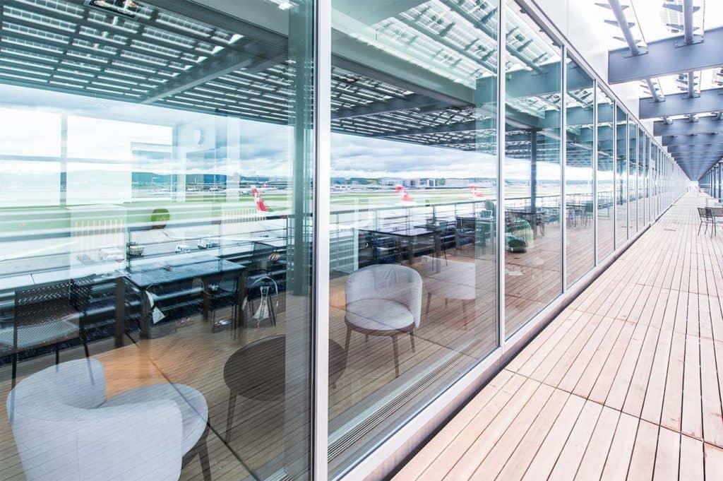 Mit der Diners Club Miles & More Kreditkarte erhalten Inhaber für 25 CHF Zutritt zu Diners Club Lounges, darunter zum Beispiel die Aspire Lounge Zürich im Terminal E &copy Aspirelounge.ch
