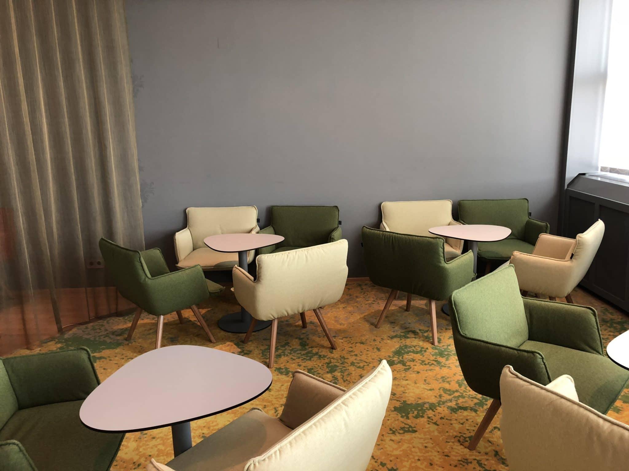 Austrian Airlines Business Class Lounge Wien Terminal D Sitzmoeglichkeiten weitere