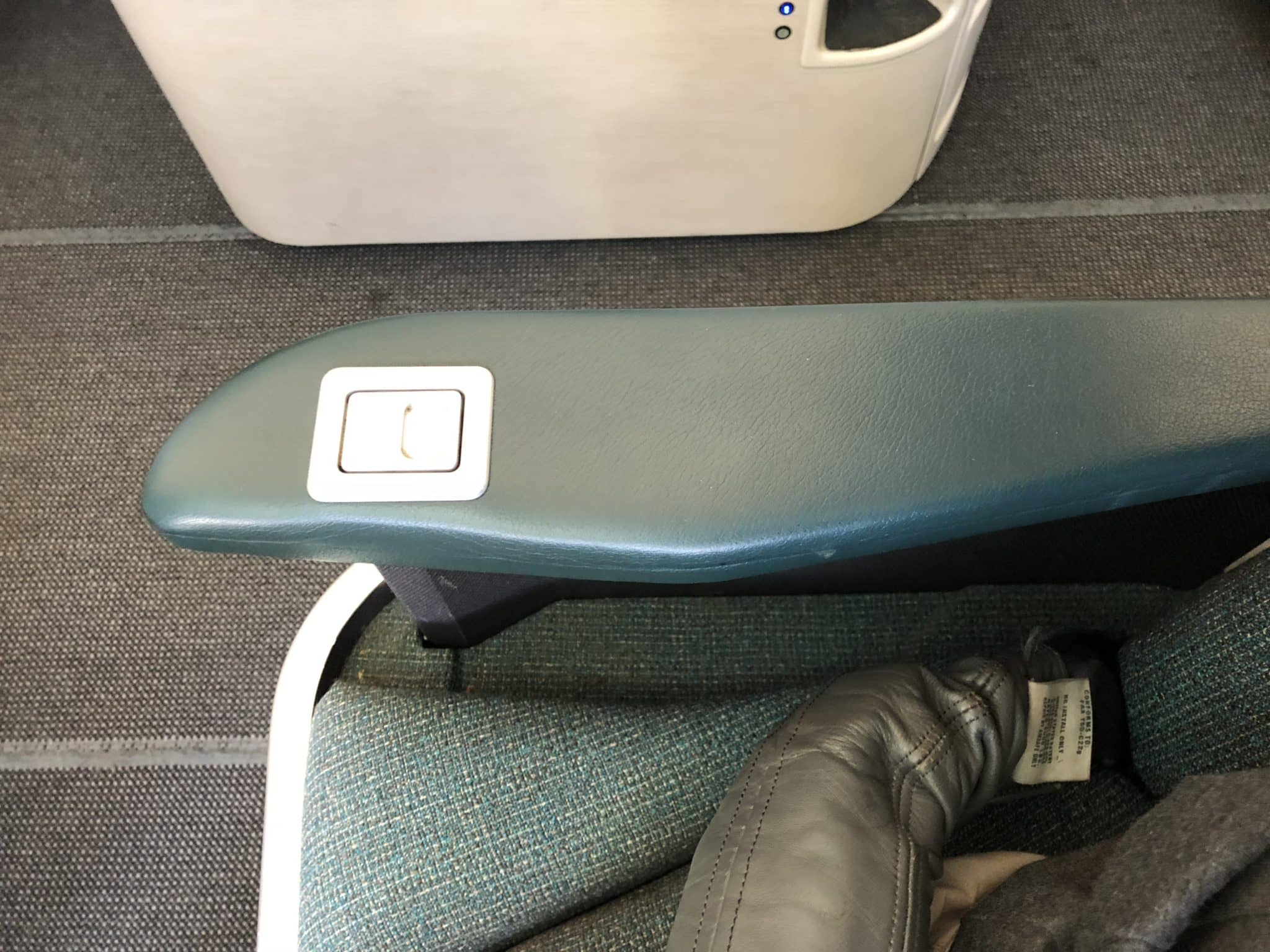 Cathay Pacific Business Class A330 Armlehne