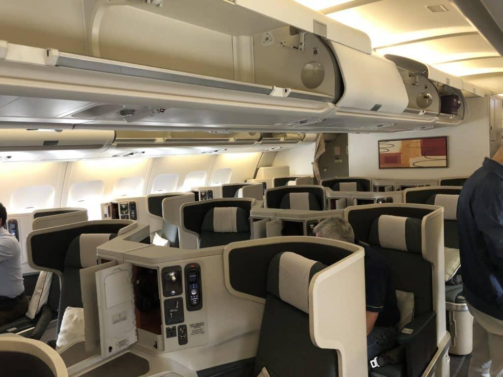 Cathay Pacific Business Class A330 Kabine von vorne
