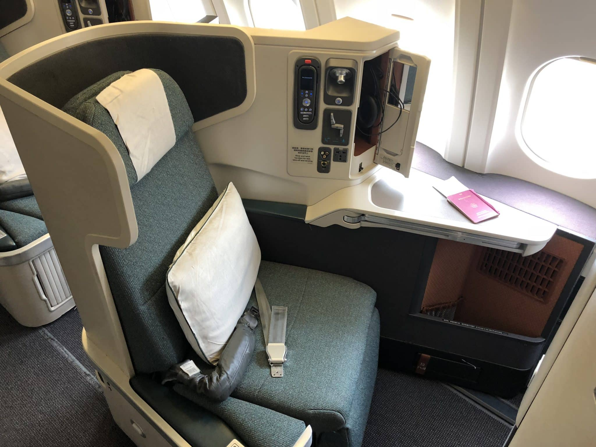 Cathay Pacific Business Class A330 Sitz am Fenster
