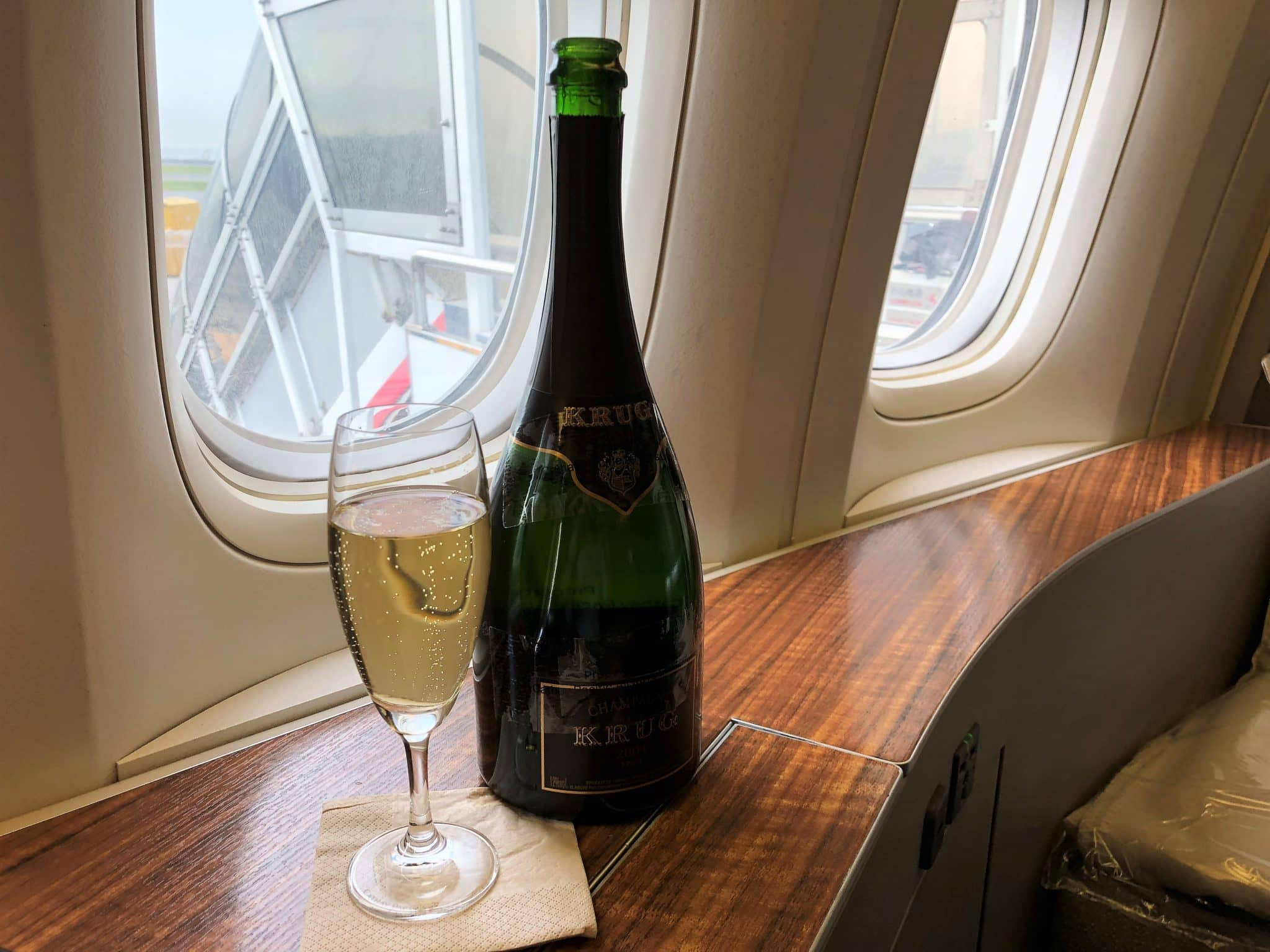 Cathay Pacific First Class Boeing 777-300 Krug Champagner
