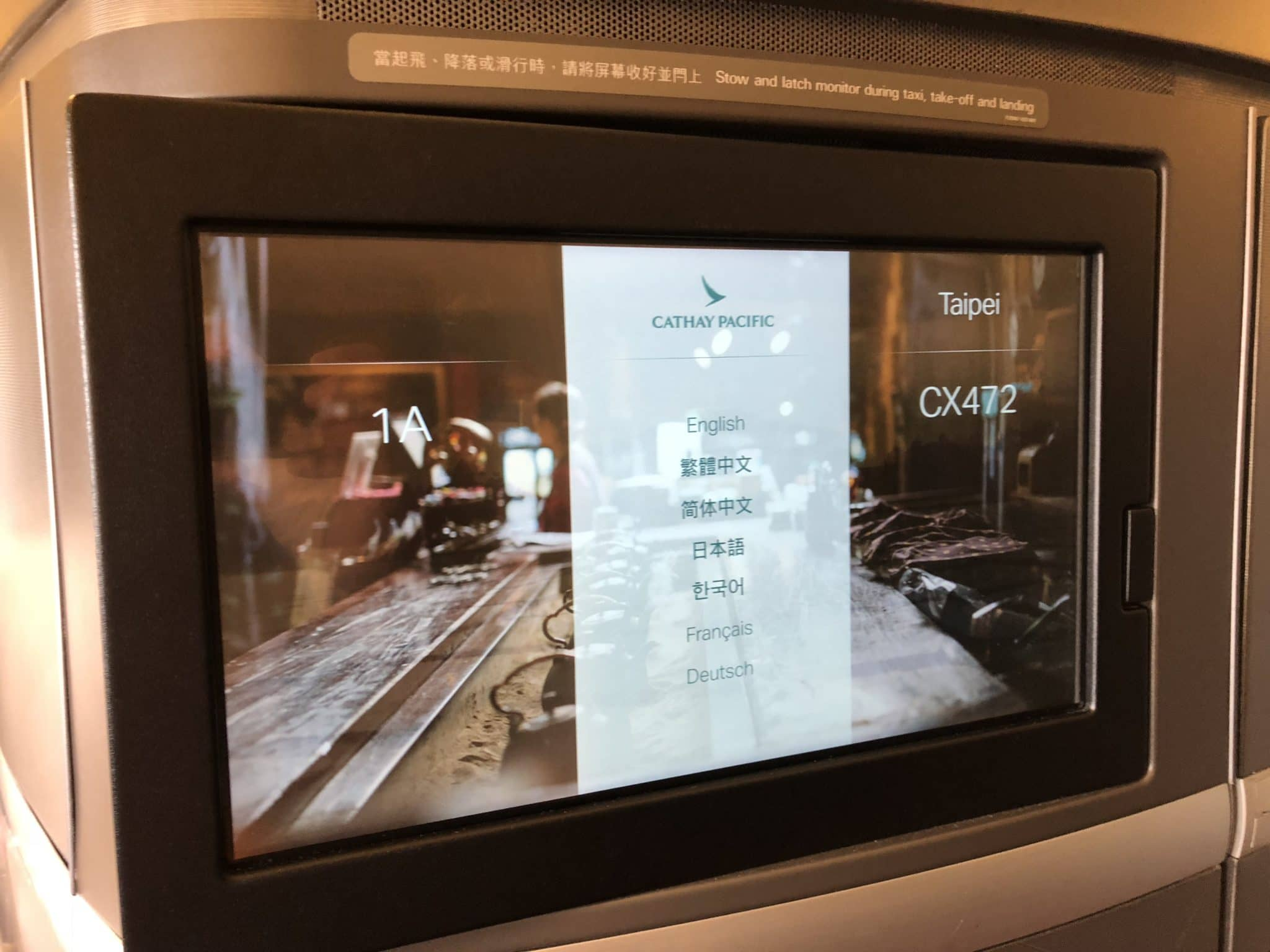 Cathay Pacific First Class Boeing 777-300 Sprache auswaehlen
